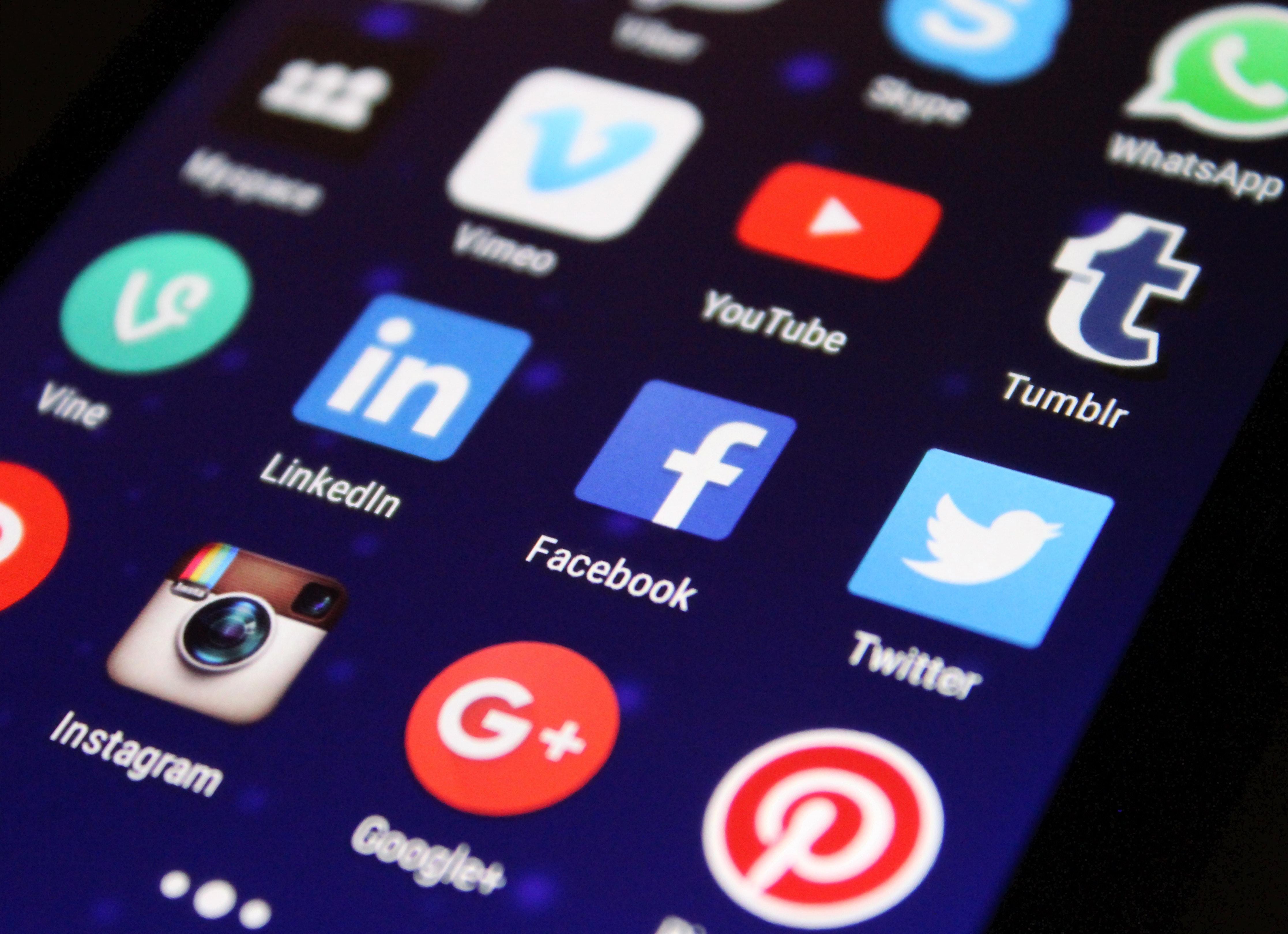 Mengelola Isu dan Krisis di Era Media Sosial